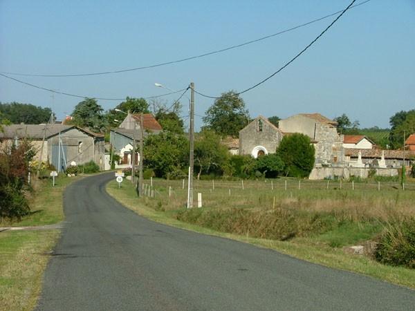 entrée du bourg de Jussas
