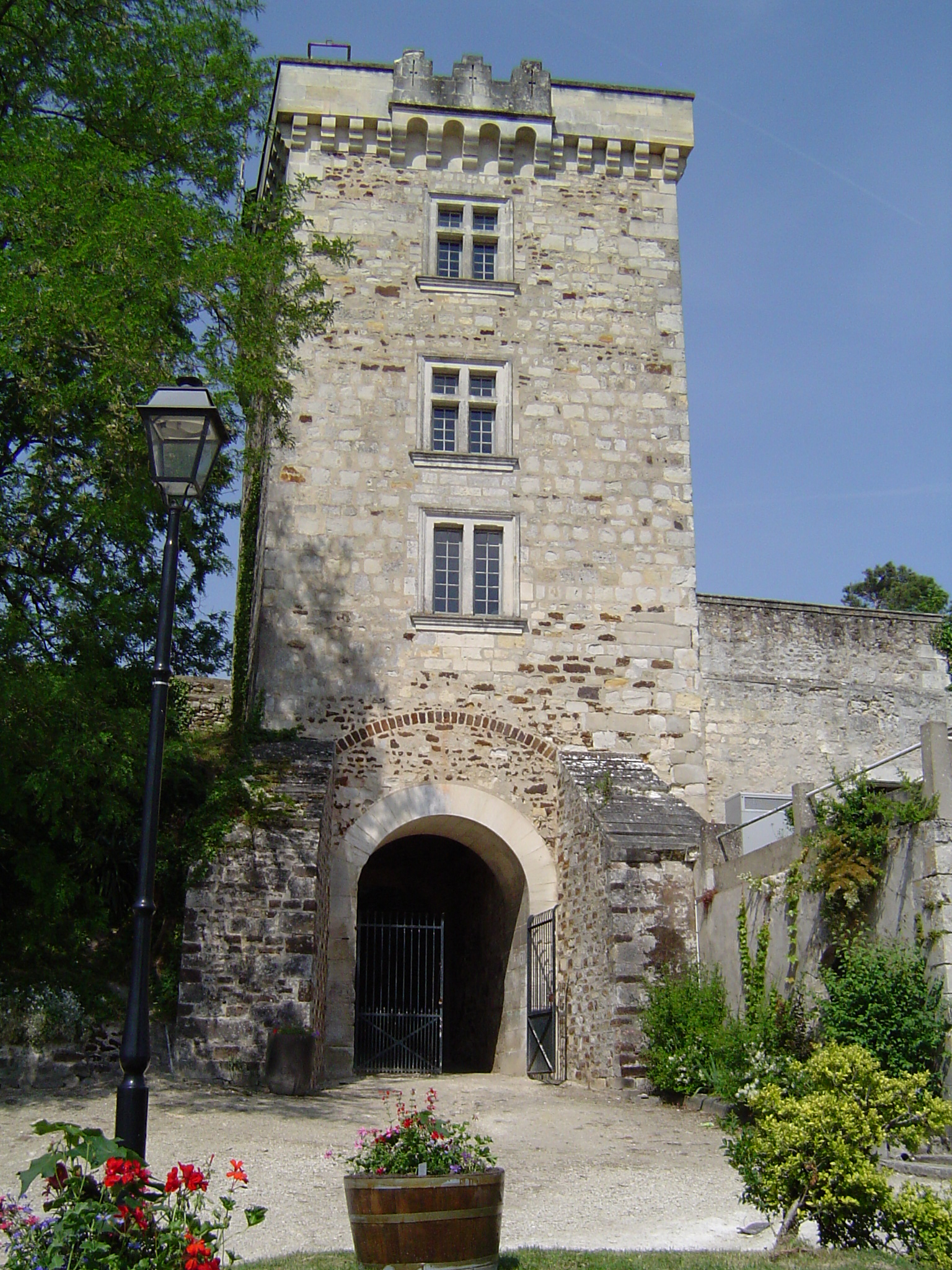 la-tour-carree-du-chateau